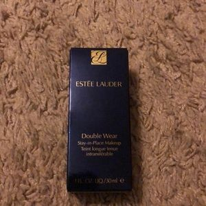 Estee Lauder Makeup - Double wear foundation 1N1